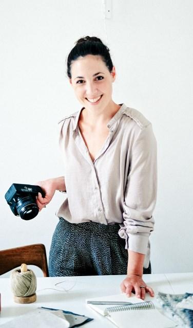 De Australische interieurstyliste Holly Harder kwam met één kleine koffer naar Delft en is niet meer weggegaan. (Foto: Hanke Arkenbout)