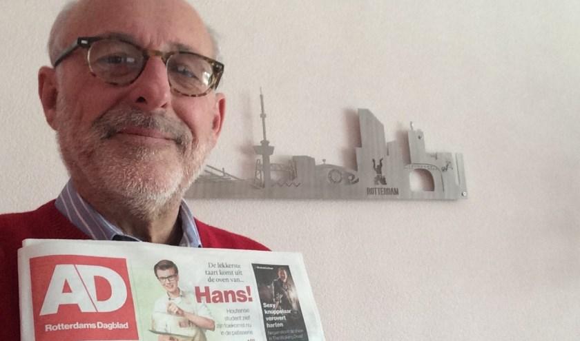 Fred Marree is springlevend, en bewijst dat met een foto van de krant van vandaag.