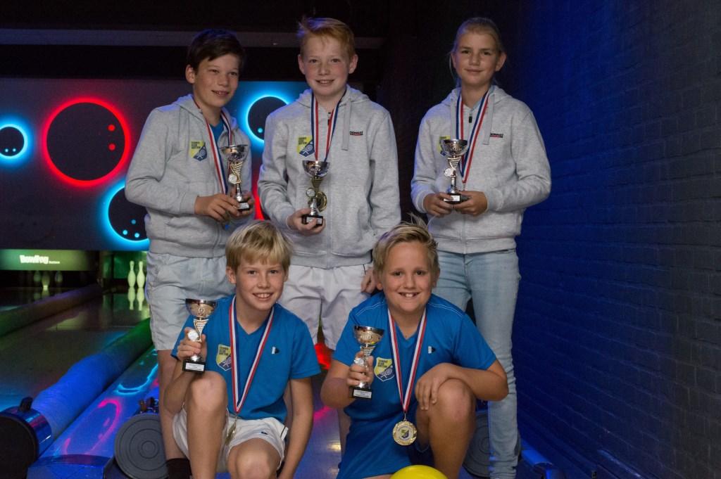 Ook dit jeugdteam van de Tennisclub Hattem sleepte de kampioenstitel in de wacht.  © DPG Media