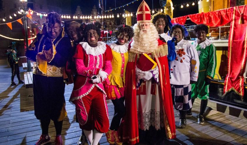 Scène uit De club van Sinterklaas en het geblaf op de pakjesboot.