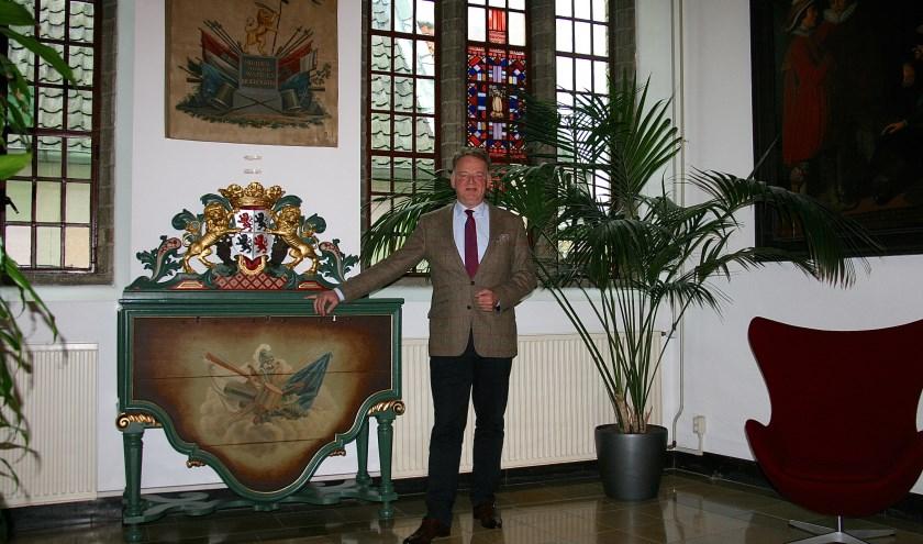 Burgemeester Roel Cazemier in het raadhuis van Schoonhoven