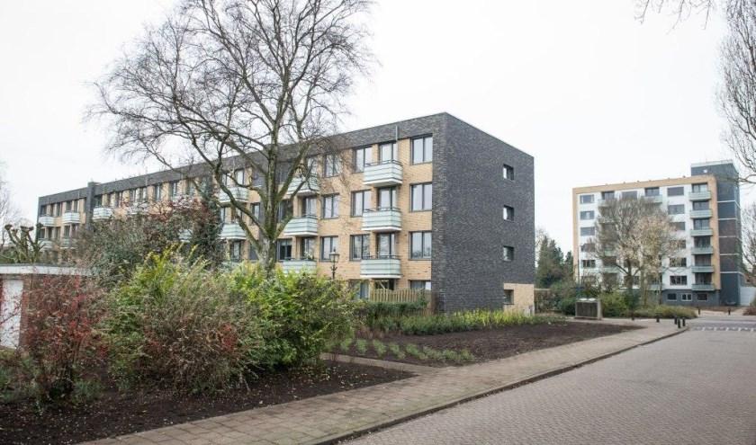 De verduurzaamde flatgebouwen aan de Van Erpweg en Van Houtenweg in De Bilt kregen ook aan de buitenzijde een nieuwe, frisse aanblik. FOTO: De Verduurzamers