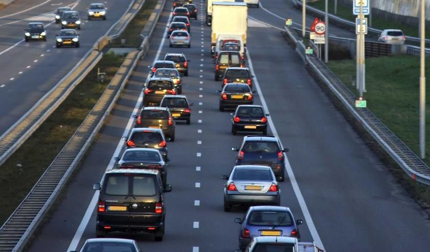 Als het verkeer op de A2 stil staat, blijkt dat sluiptraject Beesd – Tuil – Waardenburg vaak iets sneller, met alle gevolgen van dien.