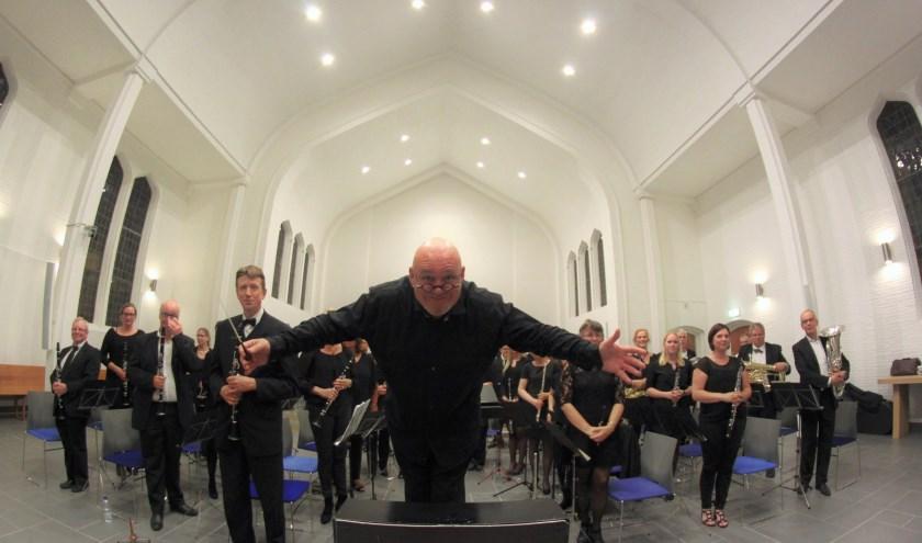 In 'Hot goes proms' gaat hetHarmonie Orkest Twente verder dan ooit. Komt dat zien op zaterdag 1 april in de Grote Kerk. Dan gaan bij HOT alle remmen los.