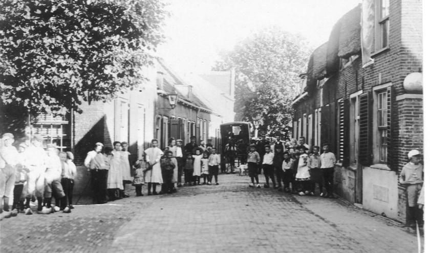Wie helpt mee om de Dorpsstraat in Linschoten op 9 september er weer uit te laten zien als vroeger?