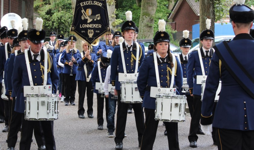 Harmonievereniging Excelsior Lonneker is door haar activiteiten stevig verankerd in het dorp. De vereniging speelt bij dodenherdenking, haalt sinterklaas op, begroet het oogstfeest en begeleidt de palmpasenoptocht.