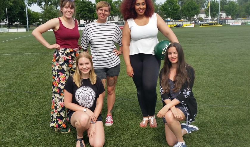 Speelsters van de Rotterdam Ravens, met rechts staand Kanessa Muluneh, oprichtster van het damesteam. (Foto: Emile Hilgers)