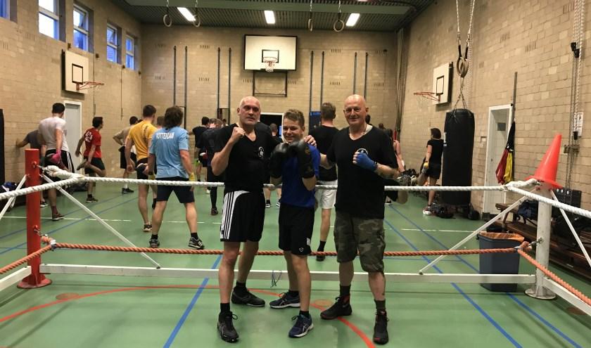 Guus met twee van zijn trainers. (Foto: Annemarie de Vries)