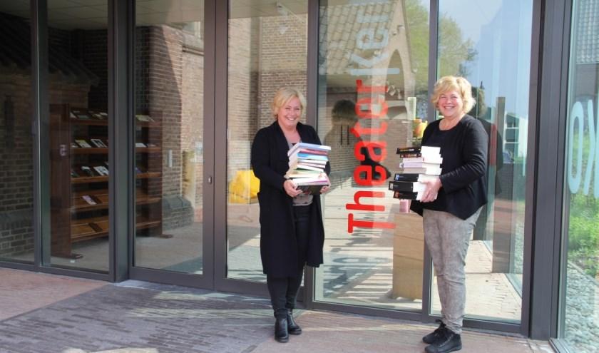 Hetty en Monique kwamen met het idee om een boekenmarkt te organiseren. Op zondag 2 juli vindt deze Bemmelse Boekenmarkt plaats in de Theaterkerk. (Foto: PR)