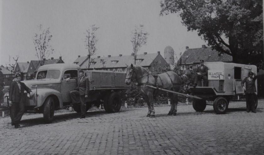 Laatste tonnenwagens bij de Gemeentereiniging. (Foto: Collectie Zutphense Musea)