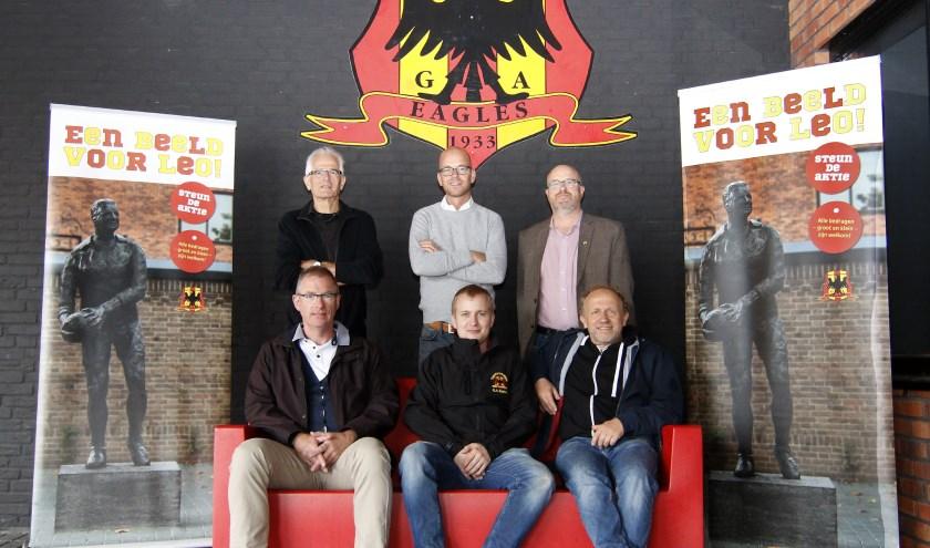 De afgelopen weken is de werkgroep van de Supportersvereniging Go Ahead Eagles al voorzichtig begonnen met binnen halen van geld om het standbeeld te kunnen realiseren.