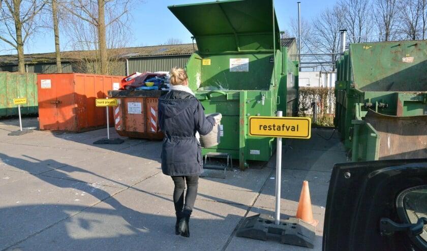 <p>Afval brengen. (Foto ter illustratie, foto Paul van den Dungen Fotografie)</p>