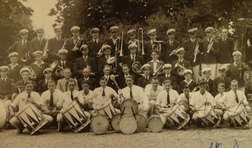 Een oude foto van muziekvereniging Sint Carolus