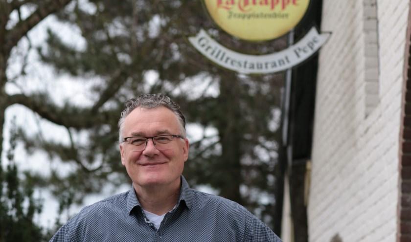 """Marcel voor Pepe grillrestaurant. """"Ik loop tegen de zestig en zou graag een jonge ondernemer hier het bedrijf zien overnemen waarbij ik help met mijn kennis en ervaring."""" (foto: Feikje Breimer)"""