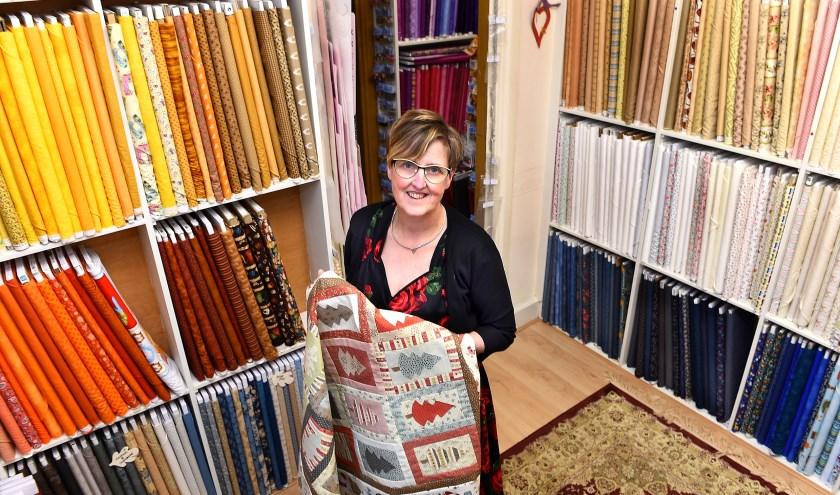Ondernemer van de week: mevrouw Hennink van Patchworkwinkel Marin Westendorp. (foto: Roel Kleinpenning)