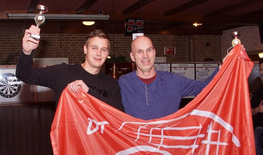Wilco (l) en Erick (r) met de bekers