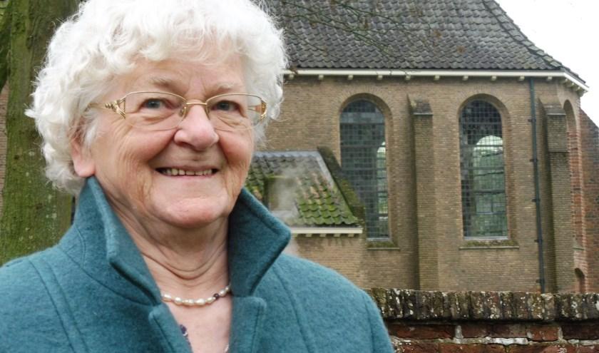 Ook Janna - roepnaam Jannie - Pels Cornelissen is - bijna - 80 jaar. Als dank voor de luiermand die haar ouders ontvingen van het Linschotense Oranjewieg-comité kreeg ze als tweede naam Beatrix mee. (Foto: Janneke Severs-Hilgeman)