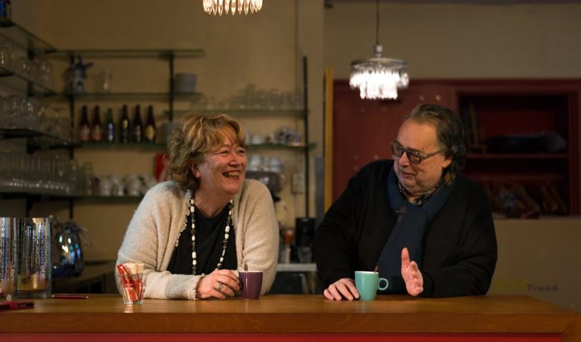 Inge Kleijngeld en Sjaak Koolen hebben al veel plezier over de Wollukse Kwis die op 5 mei gehouden wordt. Ze hopen dat dit het begin is van een nieuwe traditie. Foto: Wieke Hoeke/Hoeke Fotografie