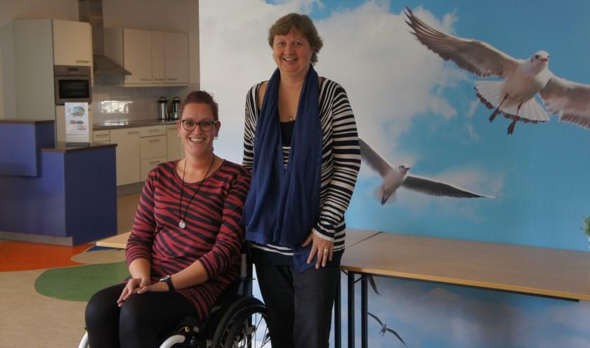 """Suzanne en Karin hebben er zin in. """"Iets bijdragen aan anderen die het nodig hebben, omdat je weet hoe het voelt."""" (Foto: Thea van der Raaf)."""