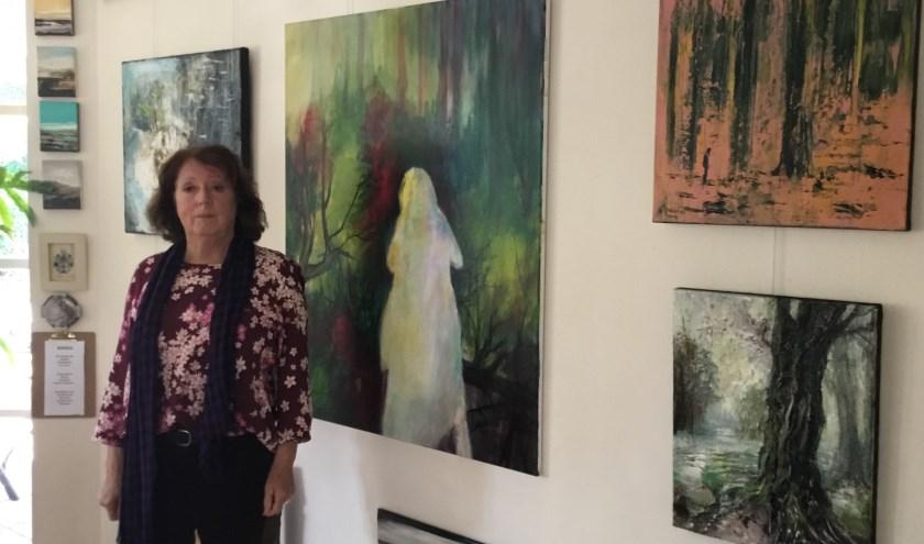 Leonie Maréchal in haar atelier met achter haar  'Me and my shadow'. (Foto DFP)