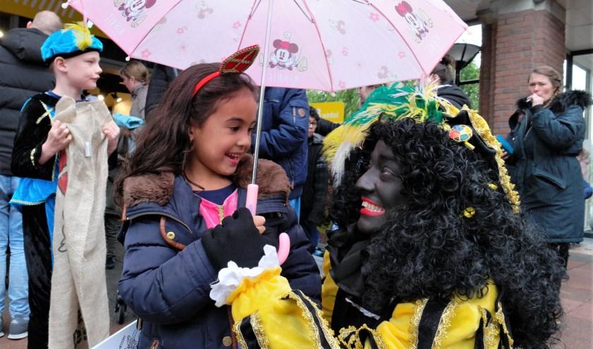 Afgelopen weekend kwam Sinterklaas weer in Nederland aan, met Zwarte Pieten. De pietendiscussie is ook weer gaande. FOTO: John Biert