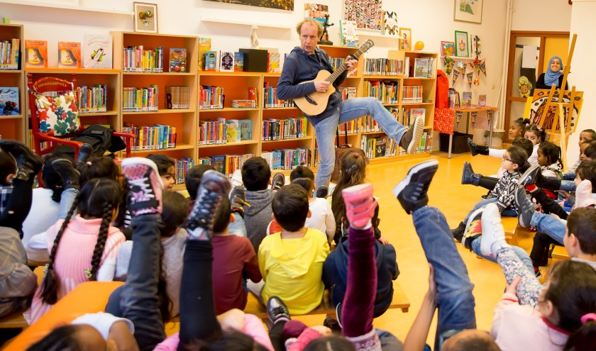 Het bezoek van schrijver Erik van Os  aan de Vindplaats (foto Marjolein Jense).