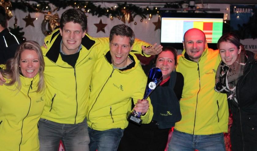 Felicitaties aa het team van Topicus: de Oldenzaalse curlingcup gaat mee naar Deventer.