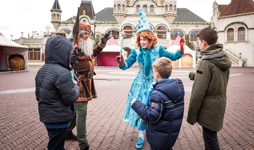 Op 22 december organiseerde Stichting Het Vergeten Kind een hartverwarmende dag voor kwetsbare kinderen uit heel Nederland in de Winter Efteling. Ook gezinnen uit Loon op Zand waren hierbij aanwezig en werden op deze dag vergezeld door Burgemeester Van Aart.