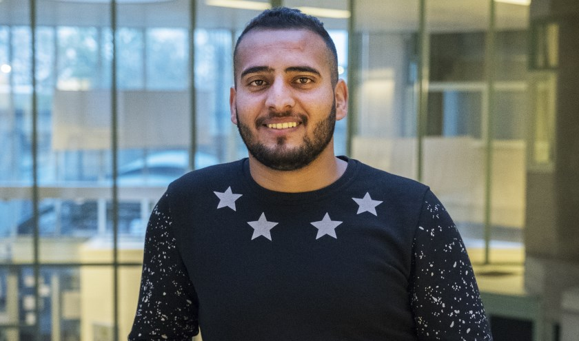Mahmoud is in Irak geboren, woonde daarna in Syrië en kwam van daaruit in 2017 naar Nederland.