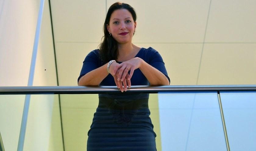 """""""Ik vind het superbelangrijk dat reanimeren een basisvaardigheid wordt"""", aldus Hanne van Aart, burgemeester van de gemeente Loon op Zand."""