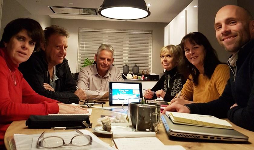 Nu de invoering van de laagvliegroutes naderbij komt, organiseert Hoog over Ede (HoE) op woensdagavond 16 januari 2019 een interactief debat in Cultura.