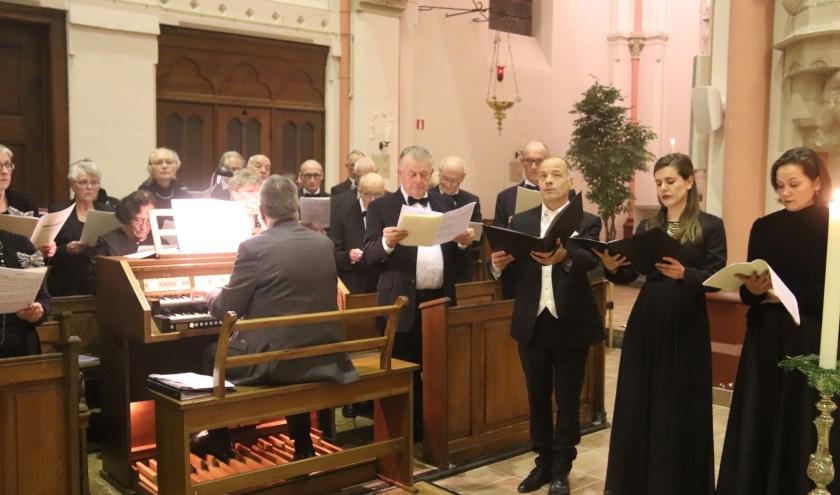 Het kerkkoor AMDG dat 130 jaar bestaat gaf een geslaagde levering aan de eucharistieviering