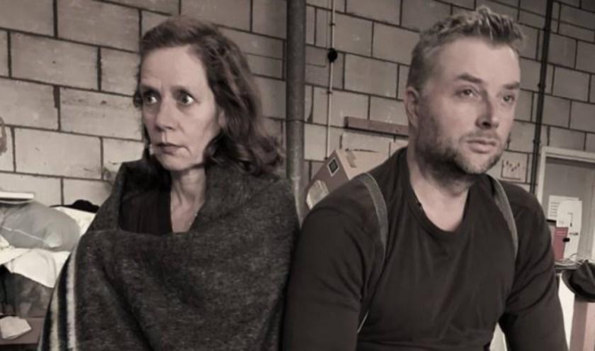 In de voorstelling Stormkracht spelen Sara en Jan (acteurs Oscar Postema en Annemarike Ruitenbeek) de hoofdrol. FOTO: Theaterloods-B