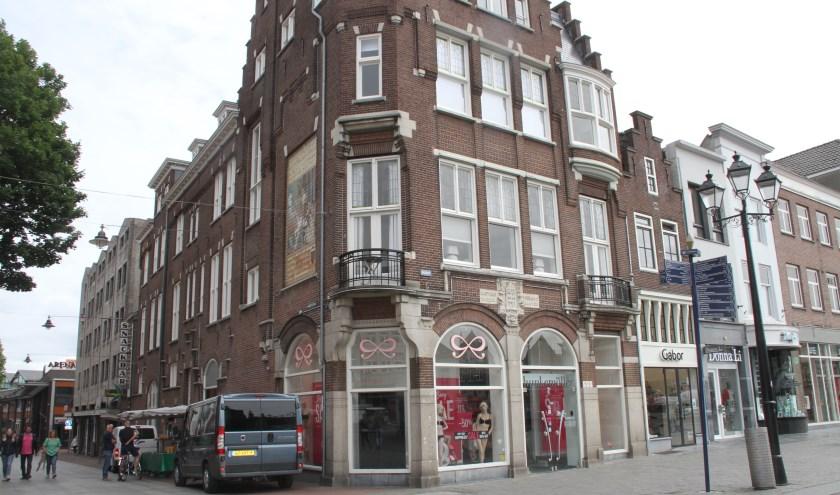 Een deel van de fundamenten en zijmuur behoorde tot het stadskasteel 'De Roodenburg' uit de 12e eeuw, in 1910 gesloopt. Foto: Josephine Peren.