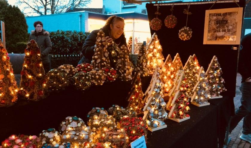 Er zullen weer allerlei leuke kerstartikelen te koop zijn tijdens de kerstmarkt op vrijdag 14 december in Didam. (foto: Karin van der Velden)