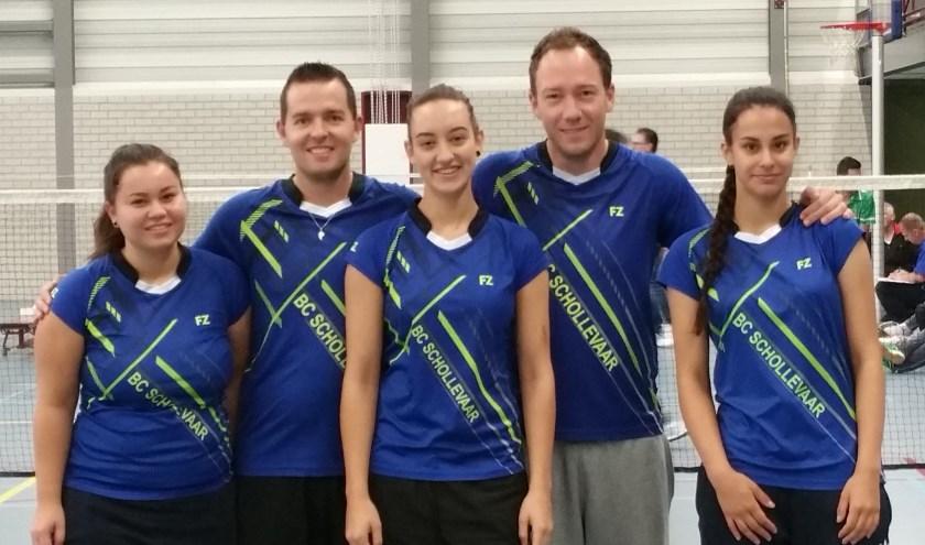 Team 1 van BC Schollevaar: Eén van de Capelse badmintonkampioenen.