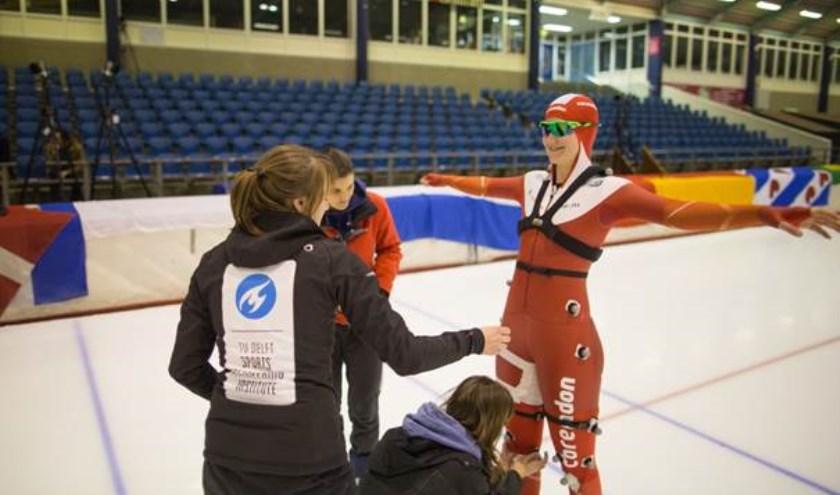 Nachtmetingen in Thialf met Olympiër Lotte van Beek.