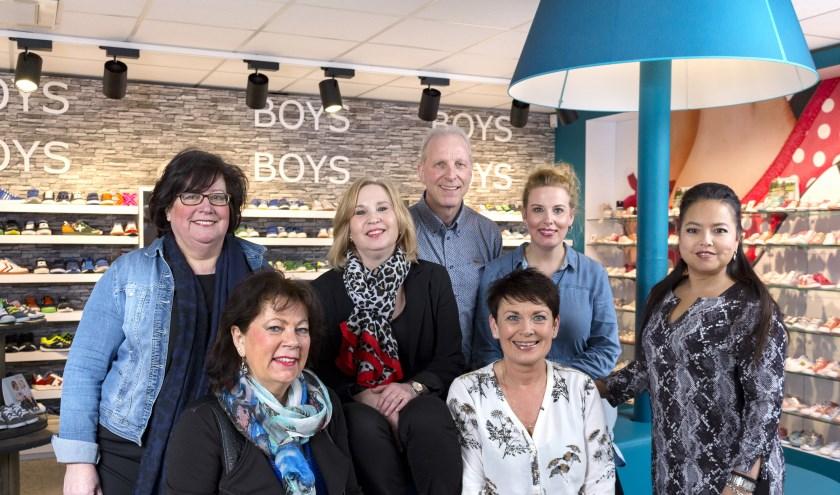 Ben en Maria Groothuis en hun dochter Kathleen Rohaan - Groothuis met de rest van team van Tiptoo.