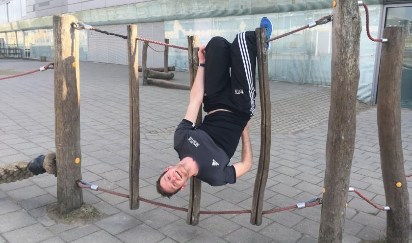 De Utrechtse gymleraar Rob Hensing wil heel graag meedoen aan Expeditie Robinson: 'Als ik mee mag doen zou ik beginnen met bondjes sluiten om zo ver mogelijk te komen.' Foto: Sterre ten Houte de Lange