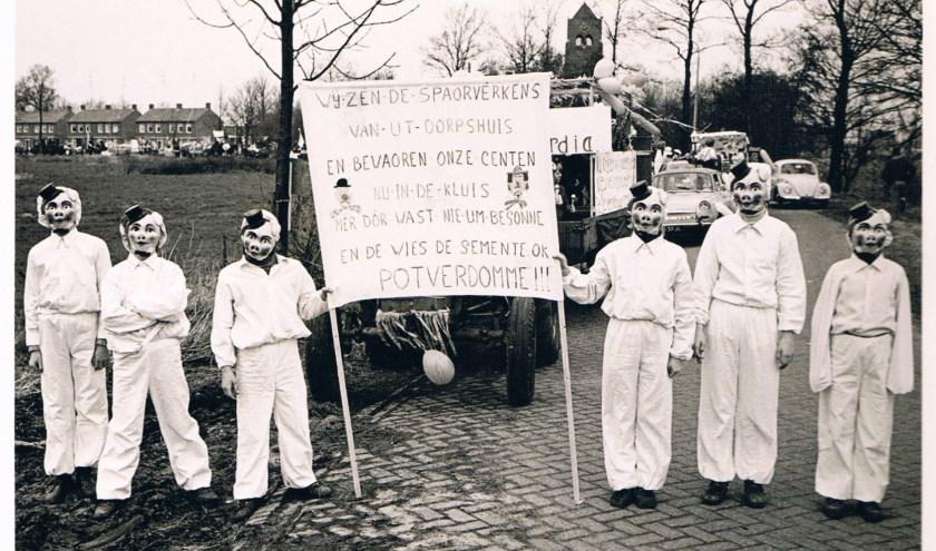 Scan van een foto via BV. DVR; tekst: Werkgroep Sporen in Spoordonk, Martien Mattheeuwse