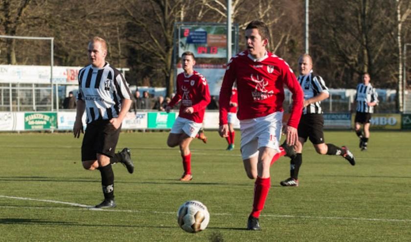 VV Hulshorst heeft nog drie wedstrijden om zich veilig te spelen in 3B. Voorlopig staat de ploeg van trainer Kuis op een nacompetitieplek. Zaterdag komt VV Barneveld op bezoek.
