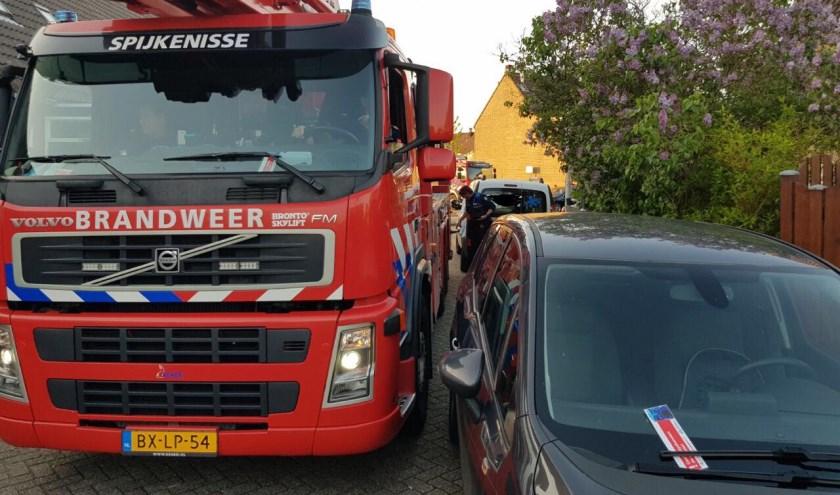 Brandweer kan er net (niet) door. Foto: Brandweer Spijkenisse