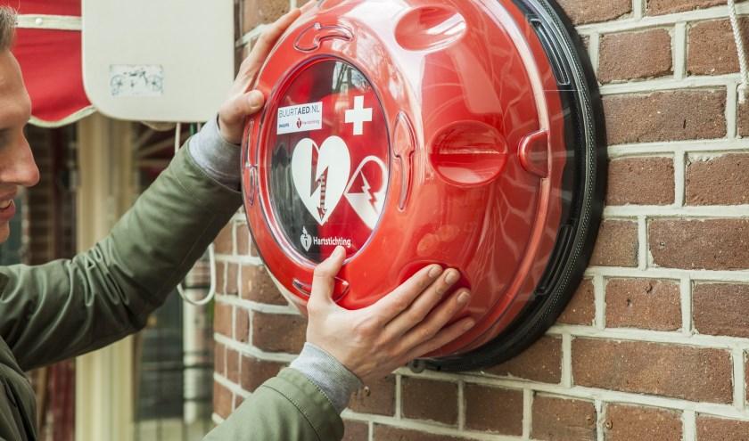 De Hartstichting wil duizenden openbare AED's ophangen.