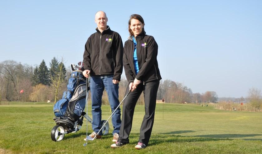 Danny en Nienke Piepers zijn nu ook golfinstructeurs.