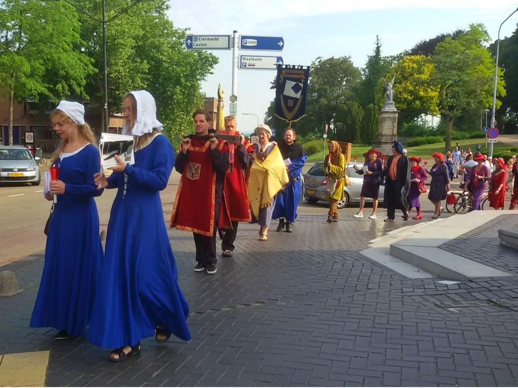 Ommegang met oa. Mariken -Gebroeders van Limburg-Rode Marikens. Foto: MariannA Bakker © DPG Media