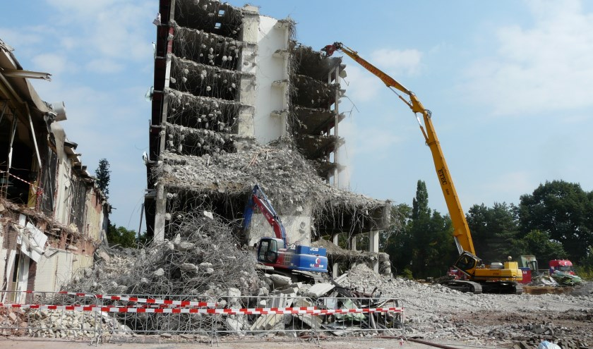 Het veertig meter hoge gebouw wordt gesloopt. (foto: Bob Nagel)