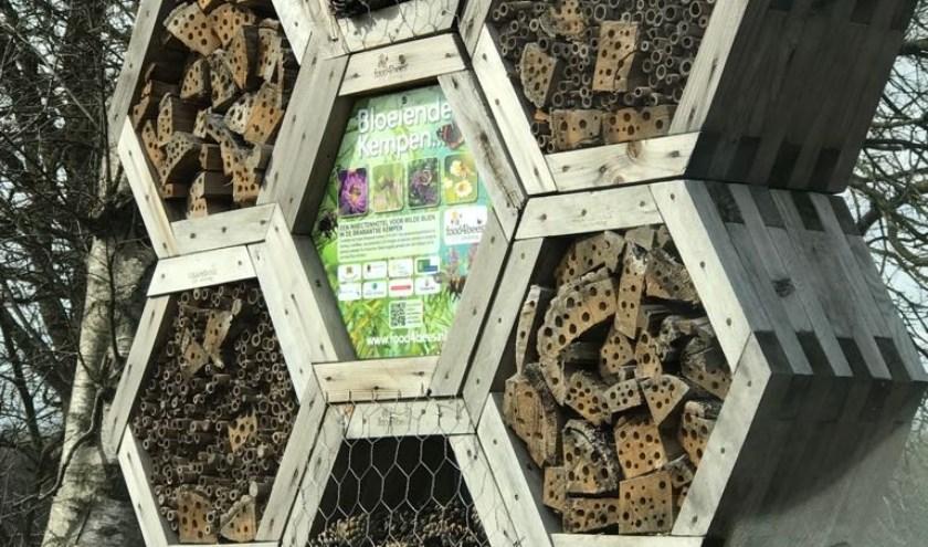 De mast van de reclamezuil gaat functioneren als bijenhotel. Foto: Gemeente Utrecht.