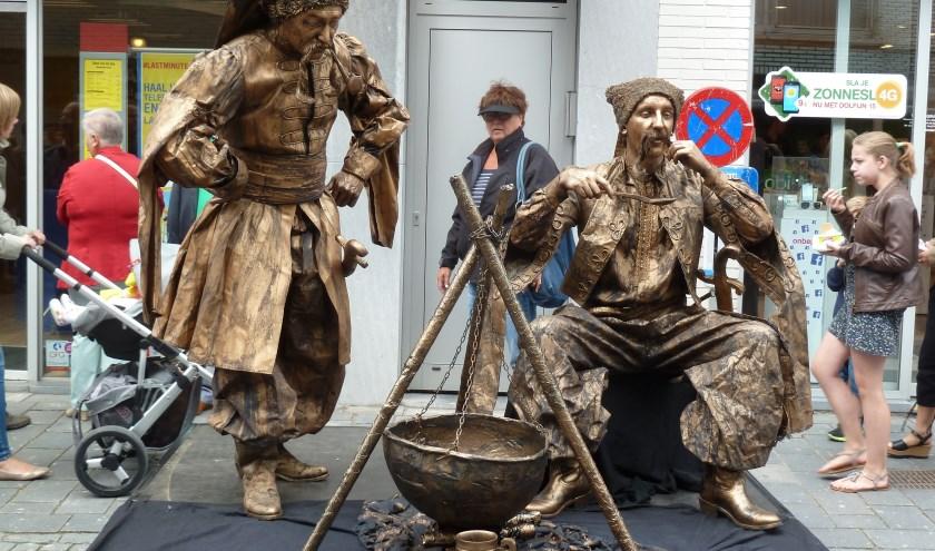 Dit jaar zijn er enkele levende standbeelden toegevoegd aan het festijn. In de straten laten ze hun bijzondere kunst van het stilstaan zien. Ook kunnen jongeren meedoen aan een Living Statue-workshop.