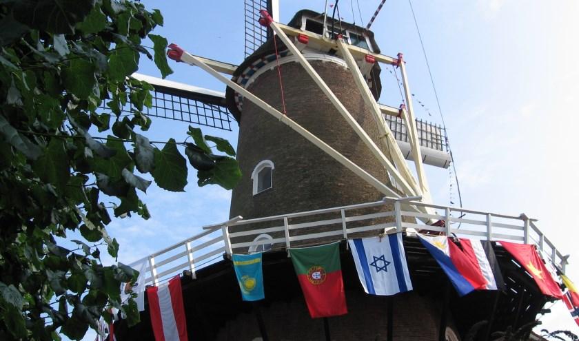 Tijdens verschillende Molenmarkten hingen een aantal keren vlaggen uit allerlei landen aan de molen.