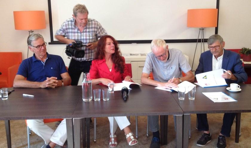 De ondertekening van het samenwerkingscontract.
